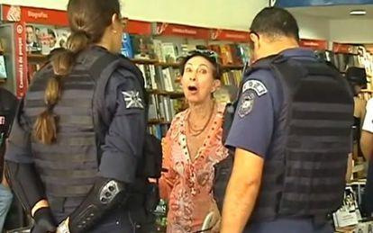 Davina Aparecida Castelli is questioned by police officers in São Paulo.