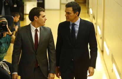 Albert Rivera (left) and Pedro Sánchez in Congress on Thursday.