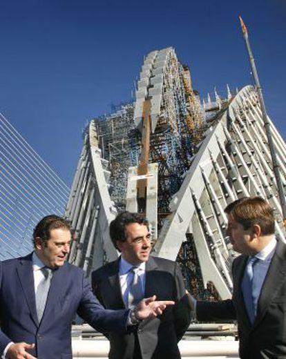 Santiago Calatrava (center) visiting his City of Arts and Sciences complex in Valencia during construction.