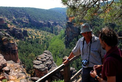 A new Spanish member joined the European Geopark Network in March of this year: the Molina de Aragón and Alto Tajo geopark in Guadalajara province. Its 4,000 square-kilometer area includes the Gallo River Gorge, the fossil forest of Aragoncillo and the pit of Alcorón. The park's symbol is aragonite, a variety of calcite that crystallizes in hexagonal prisms and was first described thanks to samples found in Molina de Aragón. The photo shows the ravine at Molina Gorge. / www.geoparquemolina.es