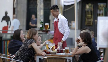 A Latin American waiter at a Madrid bar.