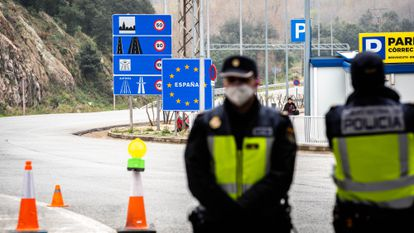 Spanish police at the French border during the coronavirus lockdown.