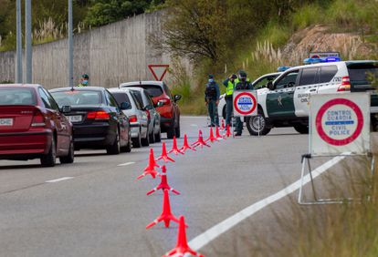 A Civil Guard check at Siero, in Asturias on Saturday after a perimetral lockdown was imposed.