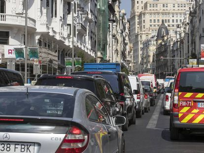 A traffic jam on Gran Vía on Monday.