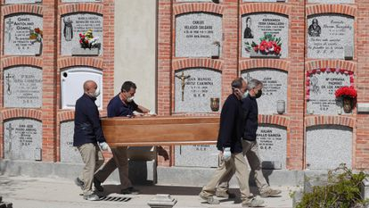 A funeral at Madrid's Almudena cemetery.
