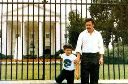 Pablo Escobar and his son Juan Pablo in front of the White House in 1981.