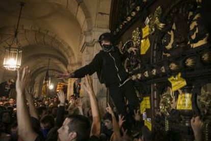 Radical protesters trying to break into the Catalan parliament on Monday night.