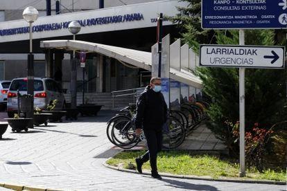 A doctor outside the Txagorritxu Hospital in Vitoria.