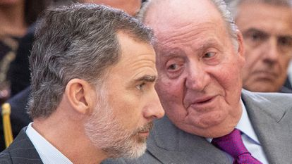 King Felipe VI (l) and Juan Carlos in 2019.