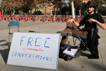 Adrià Ballester offers free conversations in downtown Barcelona.