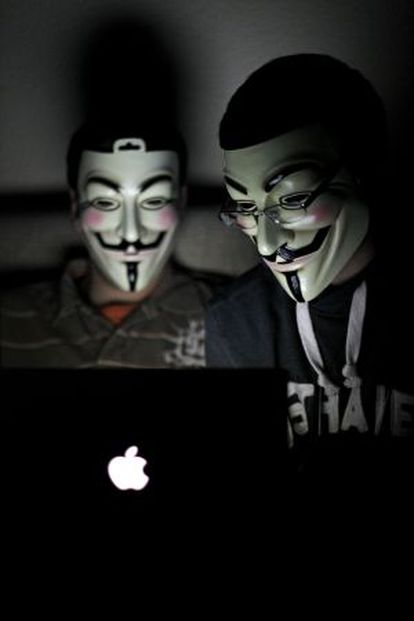 The anons R. (l) and Lolo, in R's house in a working class district of Madrid.