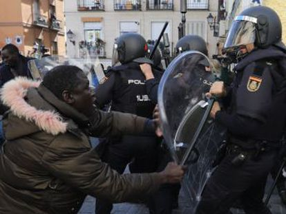 Anti-establishment groups being blamed for much of the damage in Madrid on Thursday night, with conflicting reports over whether street vendor was being chased by police when he collapsed