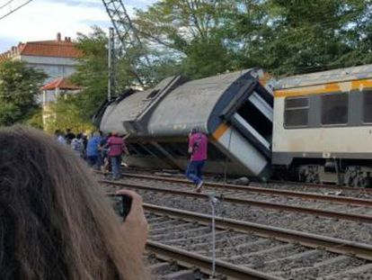 The Portuguese convoy came off the rails near a station. One US and one UK citizen among the passengers
