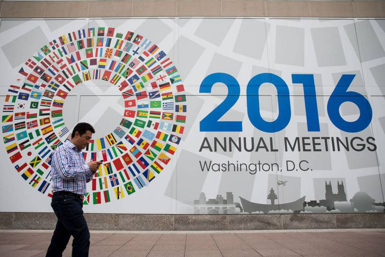 A mural announcing the 2016 IMF meetings.