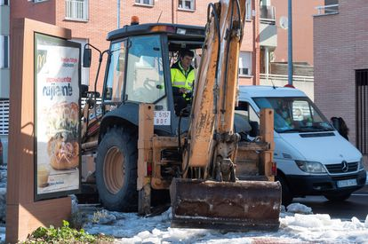 A Madrid city worker clearing a street of snow and debris to prevent flooding ahead of rains expected later this week.