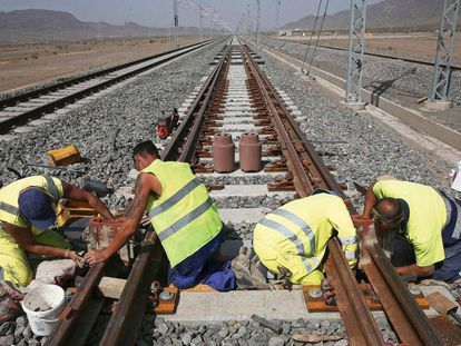 Work underway on the high-speed link between Medina and Mecca.