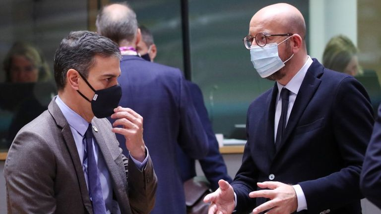 Spanish PM Pedro Sánchez (l) speaks with European Council President Charles Michel.