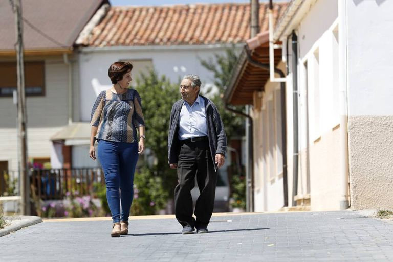 Hipólito, 90, chats to psychologist Iratxe Bolaños in the deserted streets of Lubia.