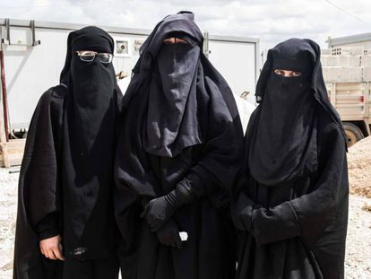 Three Spanish women in a Syrian camp.