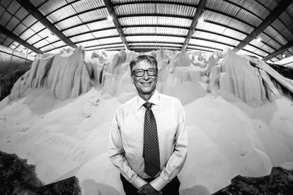 Bill Gates at a fertilizer distribution facility in Dar es-Salaam, Tanzania, in 2018.