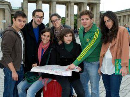 From left to right: Miguel Ángel, Ignacio, Esther, Sara, Irene, Andrés and marina.