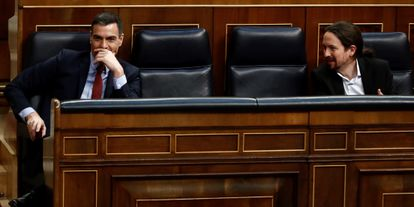 Prime Minister Pedro Sánchez (l) and Unidas Podemos leader Pablo Iglesias in Congress on Wednesday.