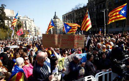 Thousands of pro-independence demonstrators at Universitat de Barcelona square.