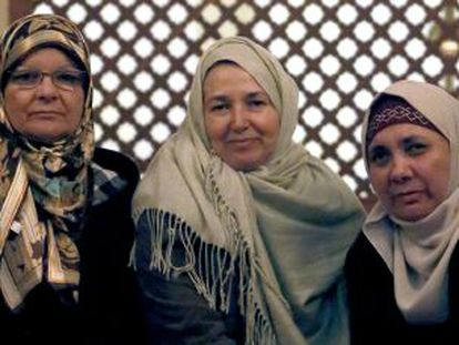 From left to right: María Antonia, Consuelo and Ángeles in a Madrid mosque.