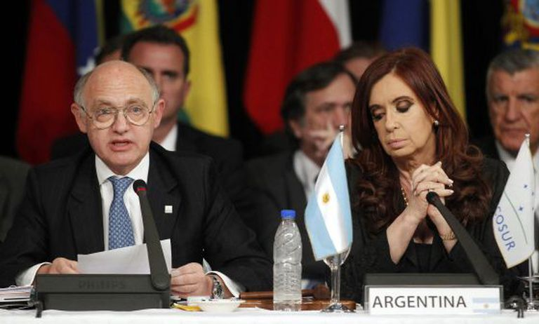 Cristina Fernández de Kirchner and her foreign minister, Héctor Timerman, attend a Mercosur summit in Mendoza in 2012.