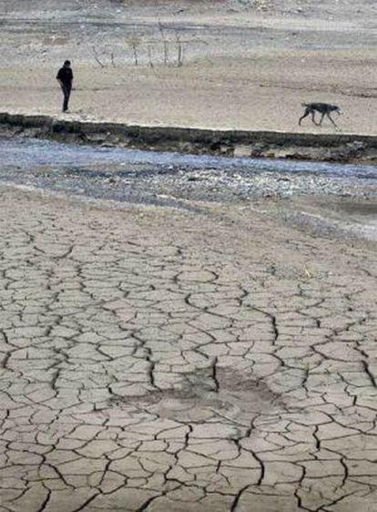 A 2008 image of the empty La Baells reservoir in Barcelona.