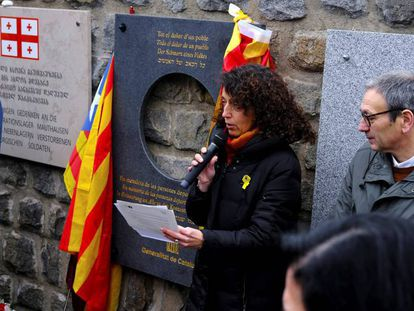 Photo: Catalan official Gemma Domènech speaks at a tribute at the Mauthausen concentration camp. Video: The moment acting Spanish Justice Minister Dolores Delgado left the event (Spanish audio).