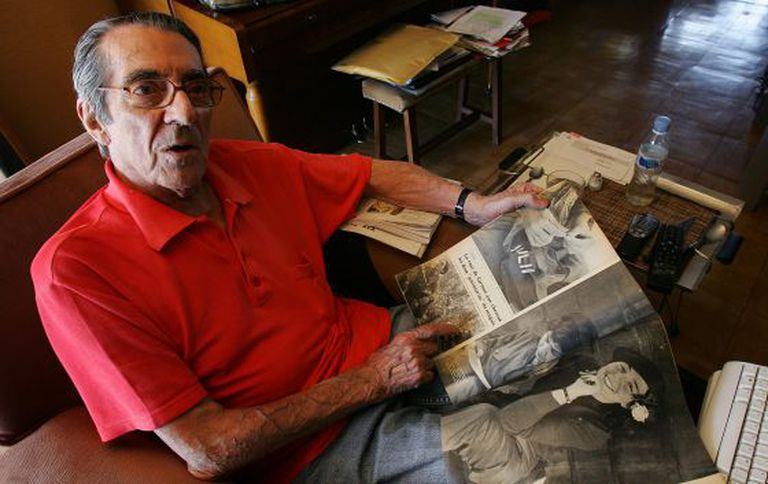 Enrique Meneses pictured in 2007 with his Paris-Match reports on the Cuban revolution.