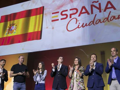 Albert Rivera (middle) at an event Sunday presenting his political platform.