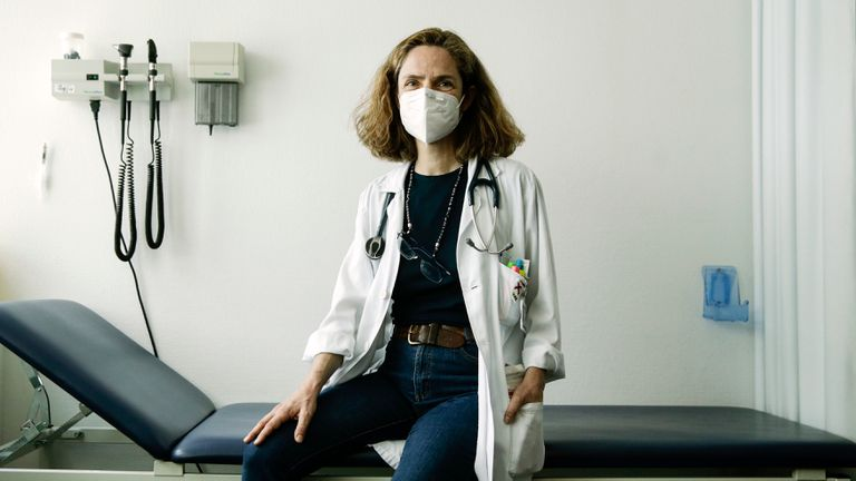 Ana Fernández Cruz, a specialist in infectious diseases at Puerta de Hierro hospital in Madrid.