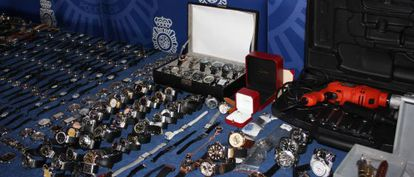 Watches siezed by the police and the tools used by the gang.