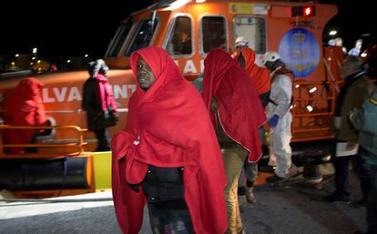 Sub-Saharan migrants arrive iin Granada after being rescued at sea.