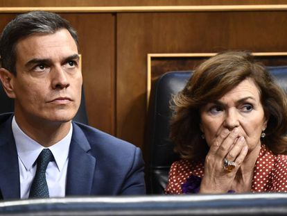 Acting Spanish PM Pedro Sanchez (l) and Deputy PM Carmen Calvo.