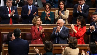 Re-elected speaker in Congress, Meritxell Batet (c), is applauded by colleagues on Tuesday.