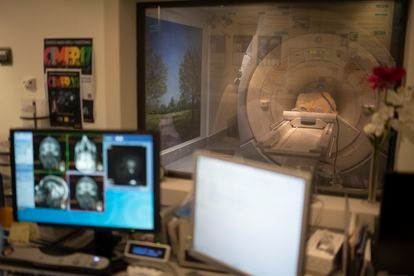 A woman with Alzheimer's undergoes a neuroimaging scan at the CIEN Foundation.