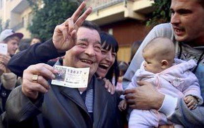 Winning ticket holders in Valencia celebrating last year.