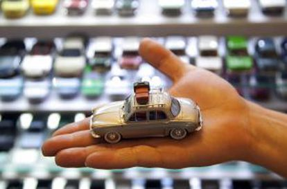 One of the model cars on sale at Macchinine.