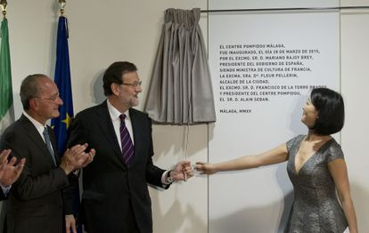 The mayor of Málaga, the Spanish prime minister and the French culture minister at the inauguration of the Málaga Pompidou center.