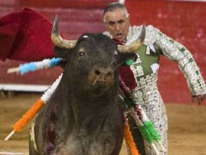 """At age 64, Rodolfo Rodríguez """"El Pana"""" held the record for the longest career inside Mexico's bullrings despite his notorious bravado and alcohol addiction"""