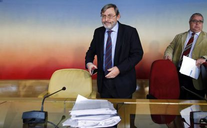 The Socialist Party spokesman for Madrid City Council, Jaime Lissavetzky (l), at the Madrid Arena hearings