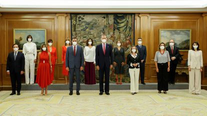 New members of government are sworn in on Monday at a ceremony attended by Spanish Prime Minister Pedro Sánchez (3rd l) and King Felipe VI (c).