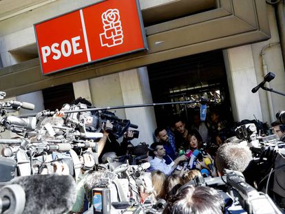 The media congregates outside the Socialist Party HQ in Madrid.