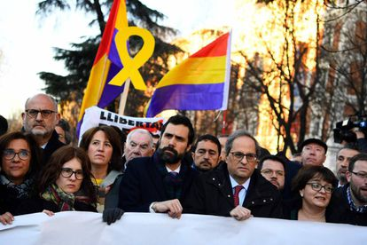 Catalan premier Quim Torra (r) and Roger Torrent, speaker of the Catalan parliament, on a street near the Supreme Court.