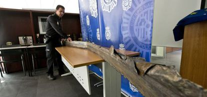 A long strip of partially burnt metal was found in Elda, Alicante on Wednesday.