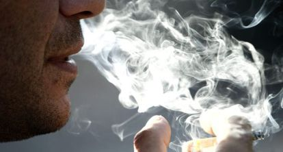 The number of smokers in Spain has fallen by 2% since the smoking ban was introduced five years ago.