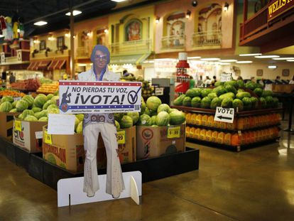 Elvis calls on Latinos to register to vote in Las Vegas.